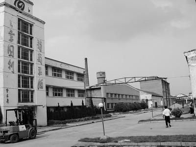3月18日,建厂47年的老民权葡萄酒厂宣告破产.