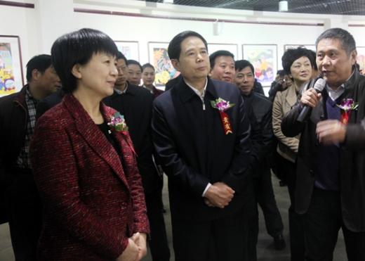 收藏与交流-舞阳农民画巡回展漯河站开幕赵素萍出席