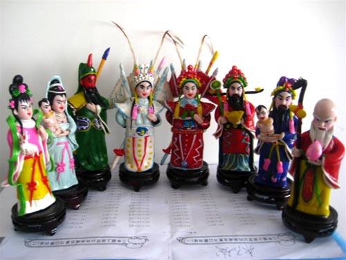 作品题材丰富,有小动物,福娃,现代人物,还有古代的传说人物等.